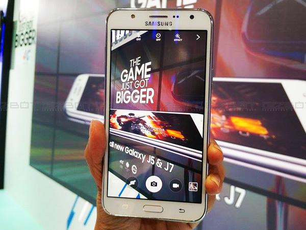 Samsung Galaxy J7 thử tài chơi game với các trò sau