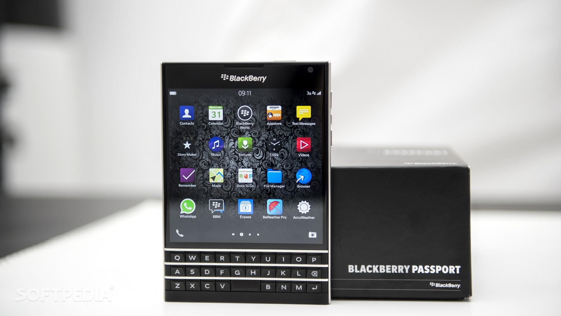Blackberry PassPort bất ngờ hạ giá 50% còn 5 triệu gây sốt