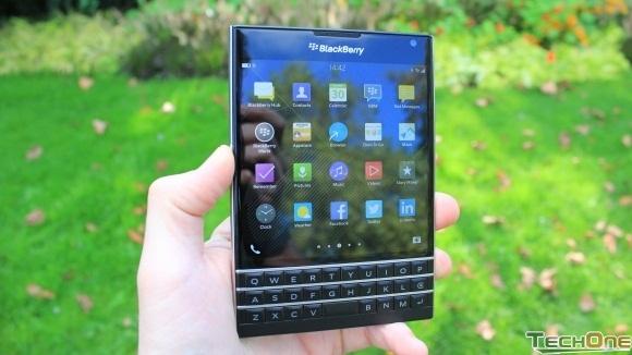 Trên tay điện thoại BlackBerry Passport