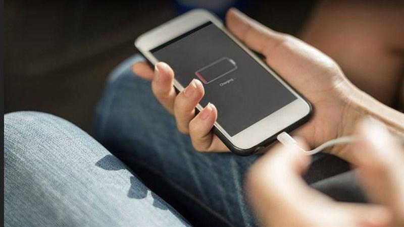 5 hiểu lầm về sạc pin Smartphone ai cũng mắc phải ít nhất một cái