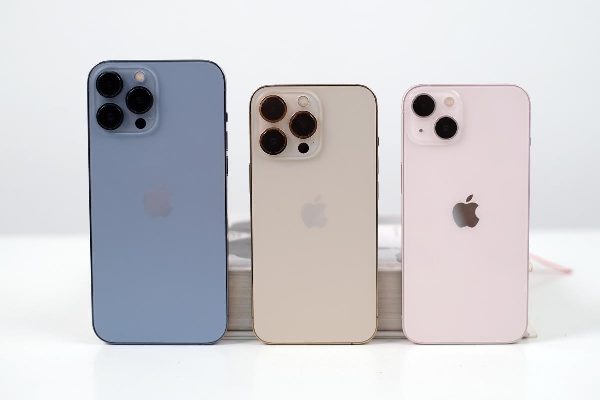 Bộ ba iPhone 13 màu mới đọ dáng